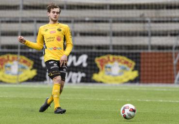 160403 Elfsborgs Adrian Zeka under en fotbollsmatch i U17 allsvenskan mellan Elfsborg och Motala den 3 april 2016 i BorŒs. Foto: Jšrgen Jarnberger / BILDBYRN / Cop 112