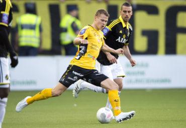 150421 Elfsborgs Viktor Claesson under en fotbollsmatch i Allsvenskan mellan Elfsborg och AIK den 21 april 2015 i BorŒs. Foto: Carl Sandin / BILDBYRN / kod CS / 57637